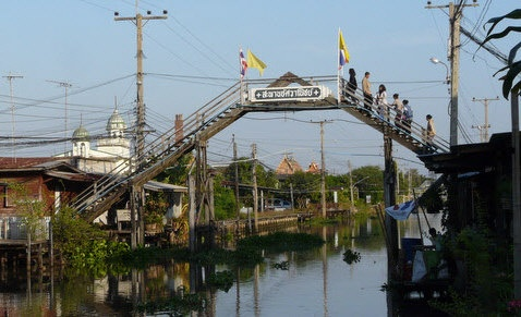 Ladder Bridge at Khlong Suan Market