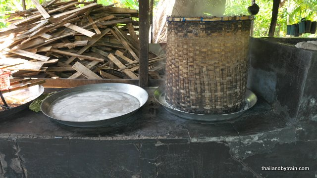The basket is placed over the hottest pan to prevent spillage
